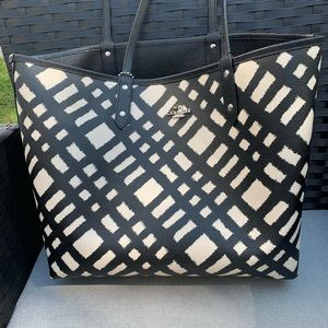 Black and White Reversible COACH tote w/ wristlet